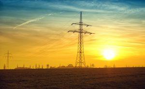 Strommast im Sonnenuntergang
