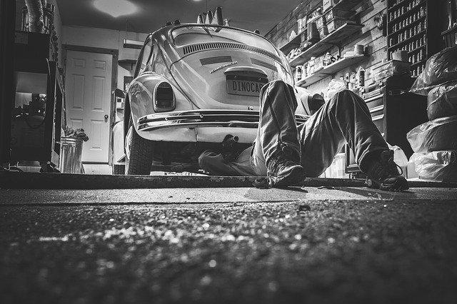Autoreparatur bei Ölverlust am Auto