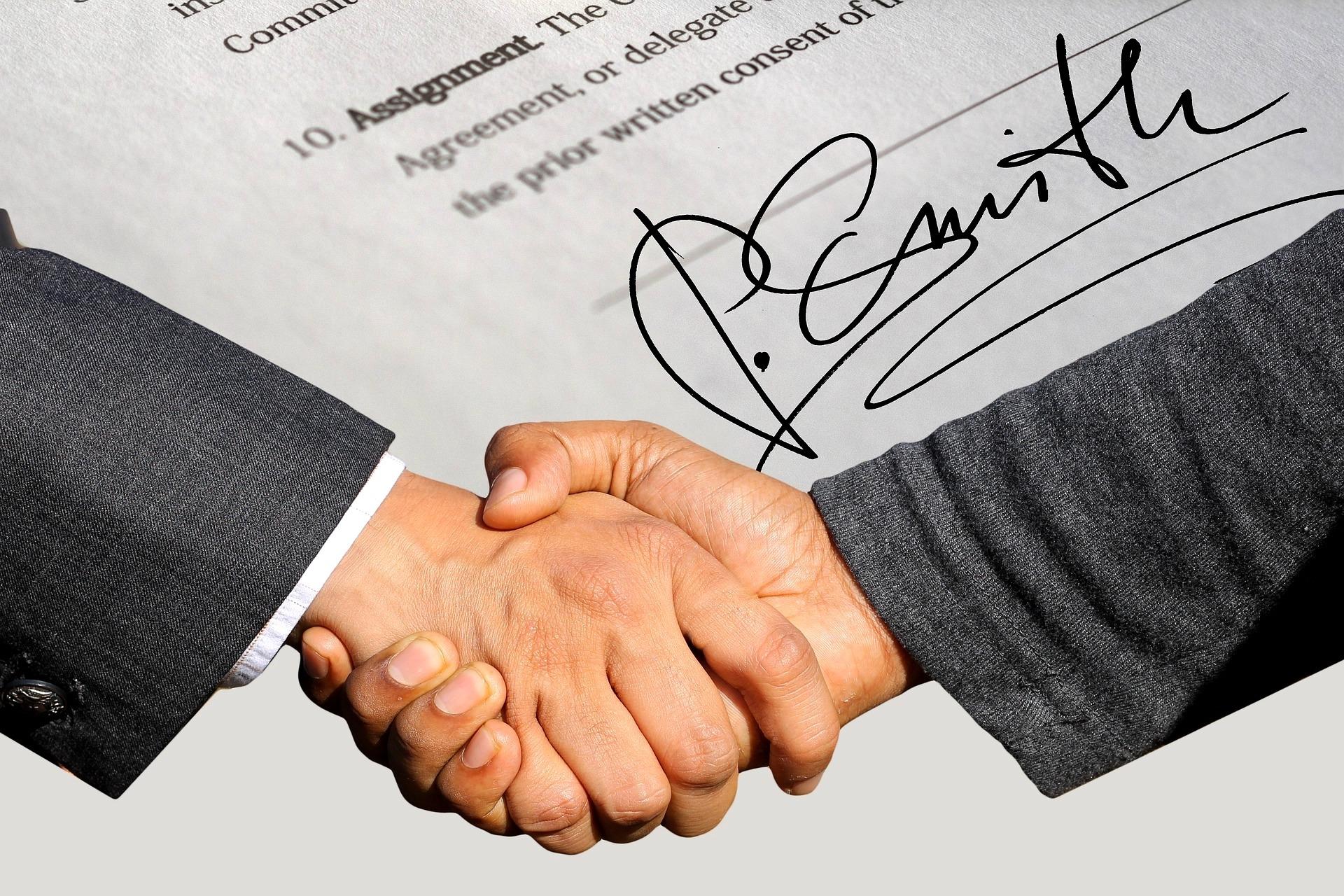 Handschlag zum Vertragsabschluss