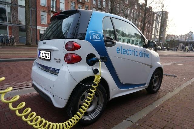 Elektroauto mit E-Kennzeichen