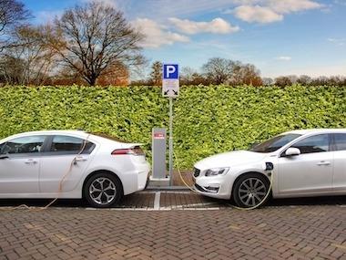 Elektromobilität – E-Auto an Ladestation