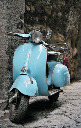 Für einen Roller benötigen Sie eine Betriebserlaubnis für zulassungsfreie Fahrzeuge