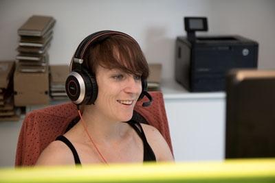 Kundensupport - Frau am Telefon