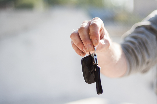 Schlüsselübergabe beim Auto verkaufen